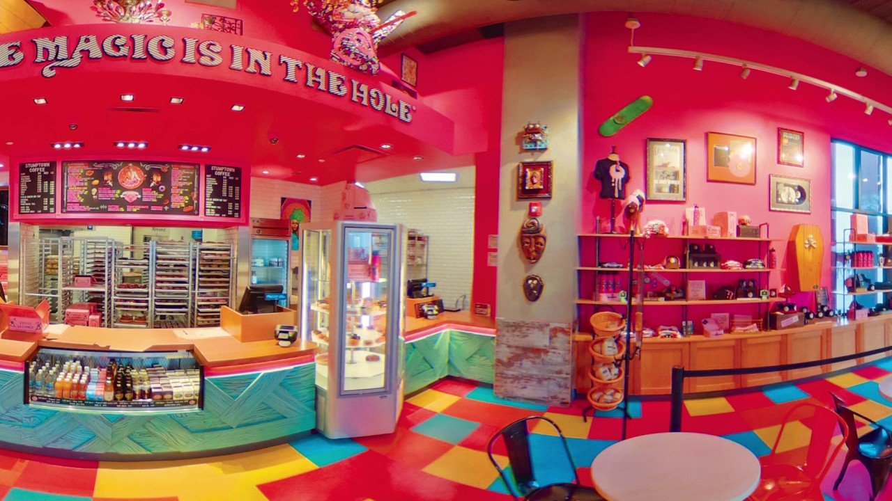 360 Tour of Voodoo Doughnut – Universal CityWalk Hollywood